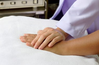 Doctor'hand helping senior's hand