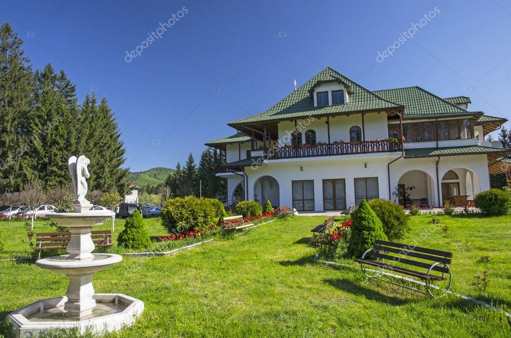 Ogr d przed domem zdj cie stockowe savacoco 46596115 for House of 950