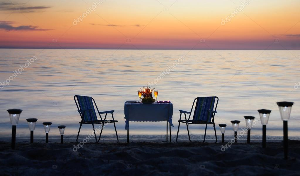 romantisches abendessen am strand mit kerzen und wein stockfoto em prize 22462687. Black Bedroom Furniture Sets. Home Design Ideas
