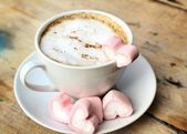 Photo Hot chocolate with heart pink marshmallow