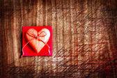 valentinky den pozadí se srdcem na staré dřevěné pozadí