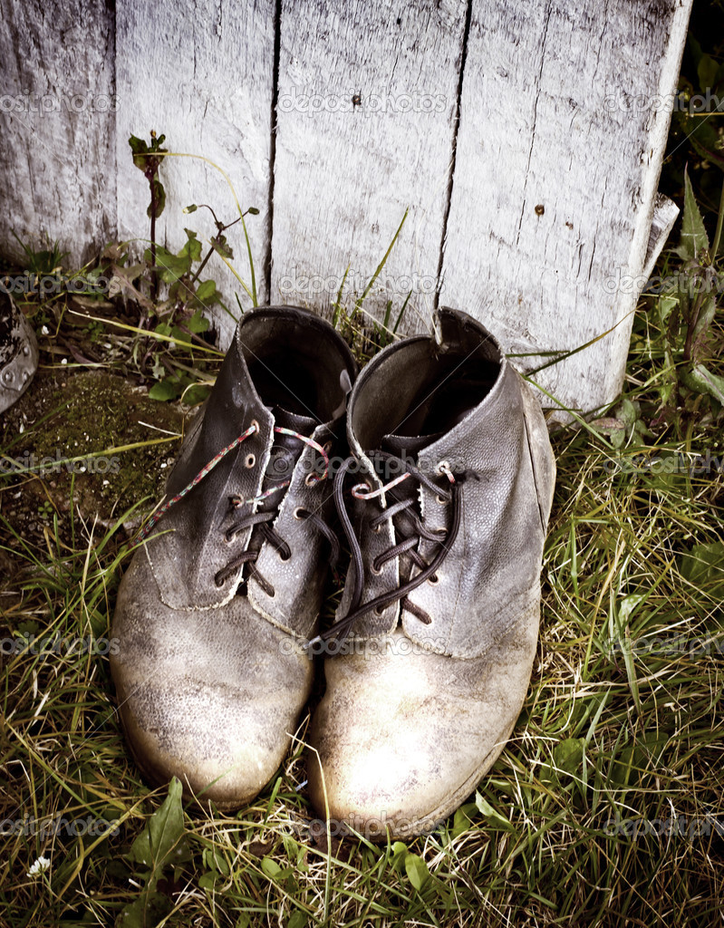 Alte dreckige Stiefel — Stockfoto © avgustin #35732659