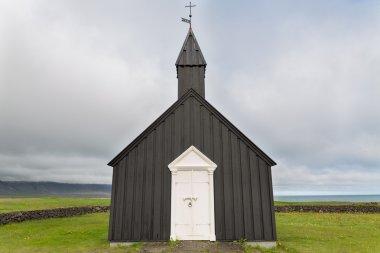 """Картина, постер, плакат, фотообои """"вид черной деревянной церкви на фоне облачного неба в буэнос-айресе, исландия постеры архитектура"""", артикул 48228313"""