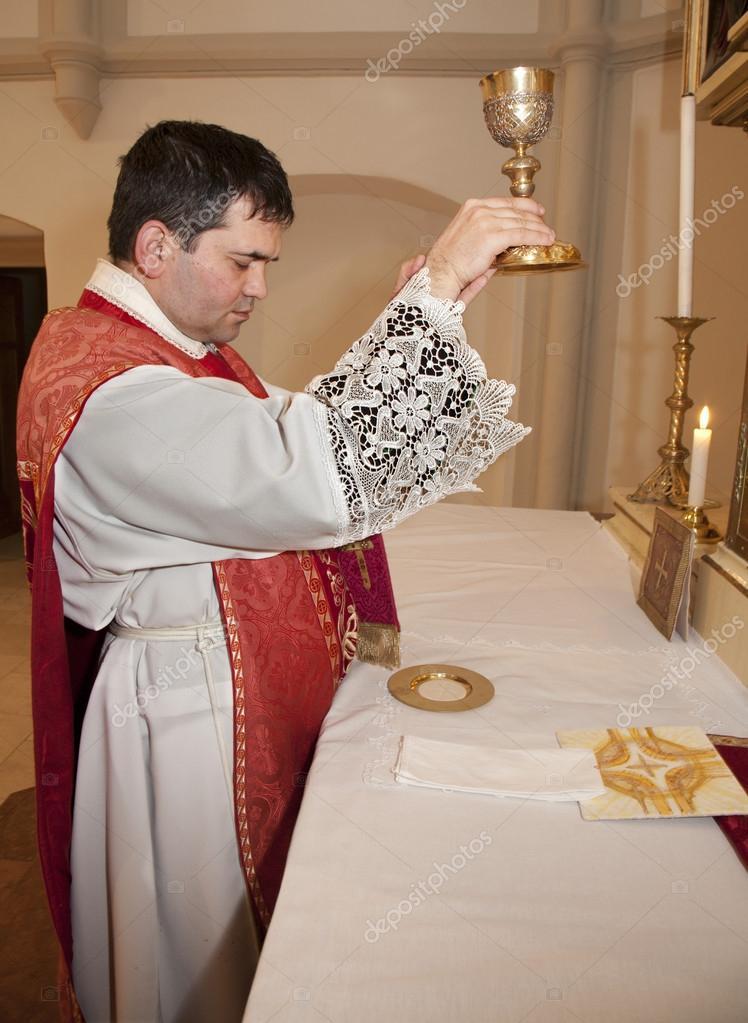 Sacerdote com a tampa na missa tridentina transfigura o for Stock cuisine saint priest