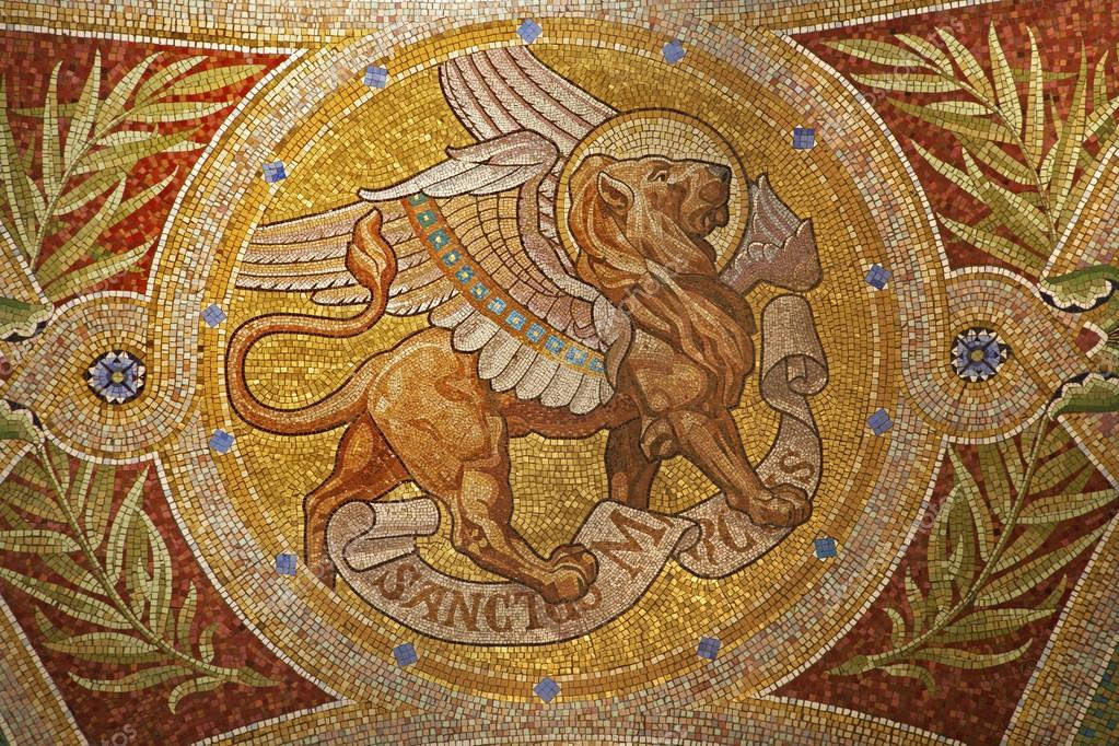 Madrid - 9 de março: mosaico de leão como símbolo de saint mark o ...