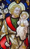 Leuven, Belgie - 3. září: st. joseph z okenní v kostele sv. Antonína z 19. cent. na sepetember 3, 2013 v leuven, Belgie