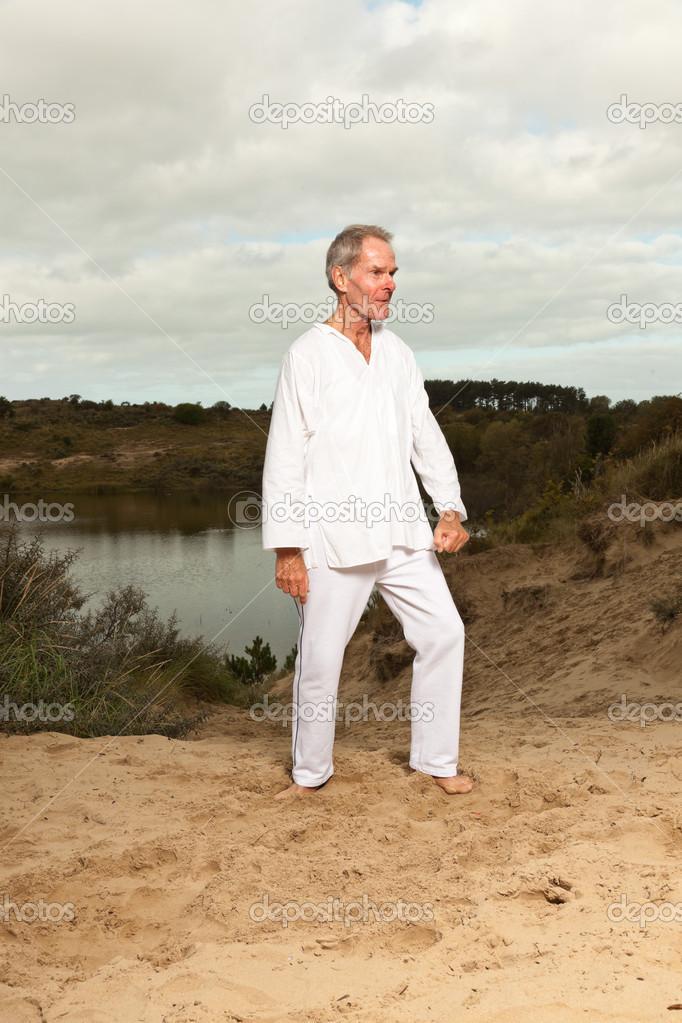 L'uomo vestito di bianco