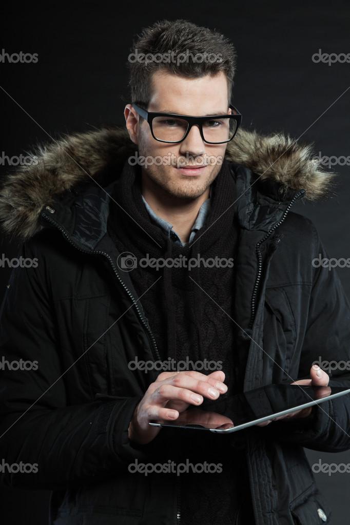59ea5d78d5 jóképű férfi sötét téli divat — Stock Fotó © ysbrand #14189980