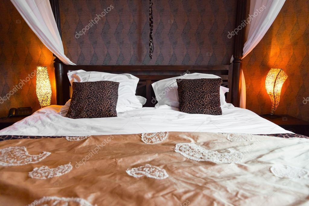 afrikanischen Stil Schlafzimmer — Stockfoto © ysbrand #18054431