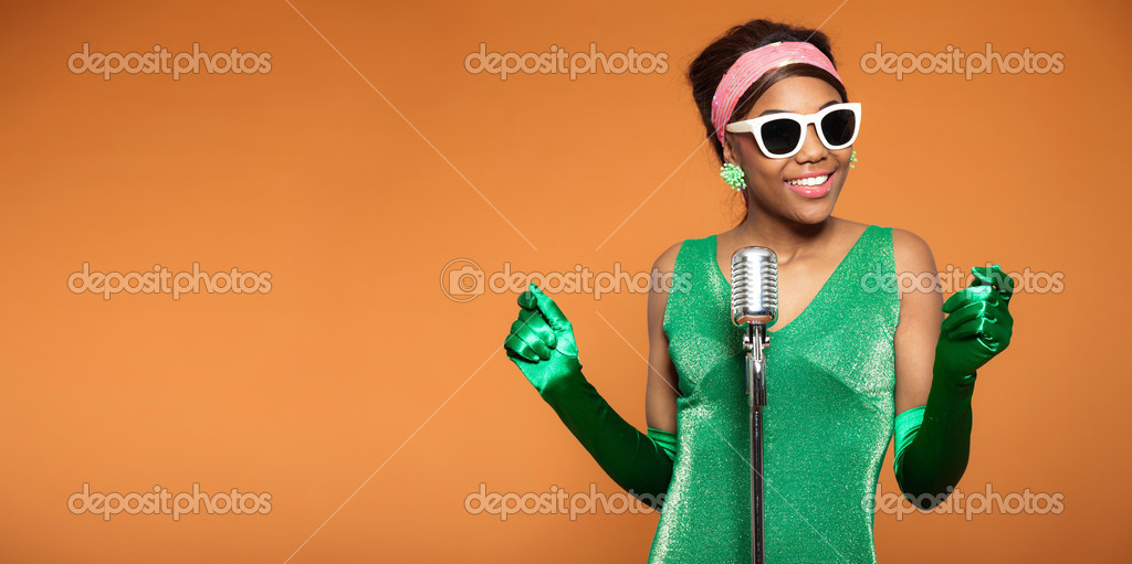 Femme de funk soul vintage chantant. noir afro-américain. Copiez sp– images  de stock libres de droits 7bc4f9d5dc77