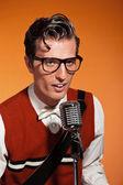 Retro ötvenes évek rock and roll énekes stílus vintage mikrofon
