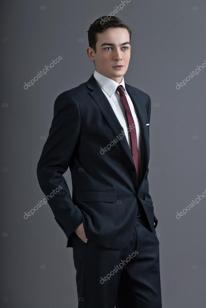 retro mode 50er jahre junger mann dunkler anzug und krawatte zu tragen studi stockfoto 38073381. Black Bedroom Furniture Sets. Home Design Ideas