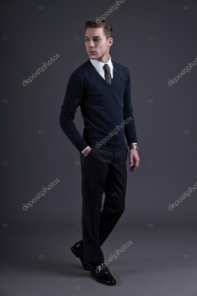 Homme Des Années 50 jeune homme fashion de style rétro années 50. vêtu d'une chemise