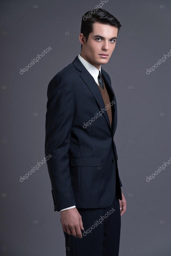 new concept 41d86 38338 Retrò anni ' 50 uomo d'affari di moda con i capelli scuri di ...