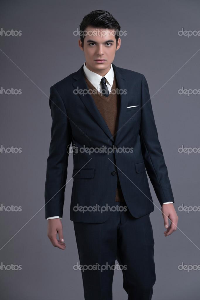new concept 0369c c3540 Retrò anni ' 50 uomo d'affari di moda con i capelli scuri di ...