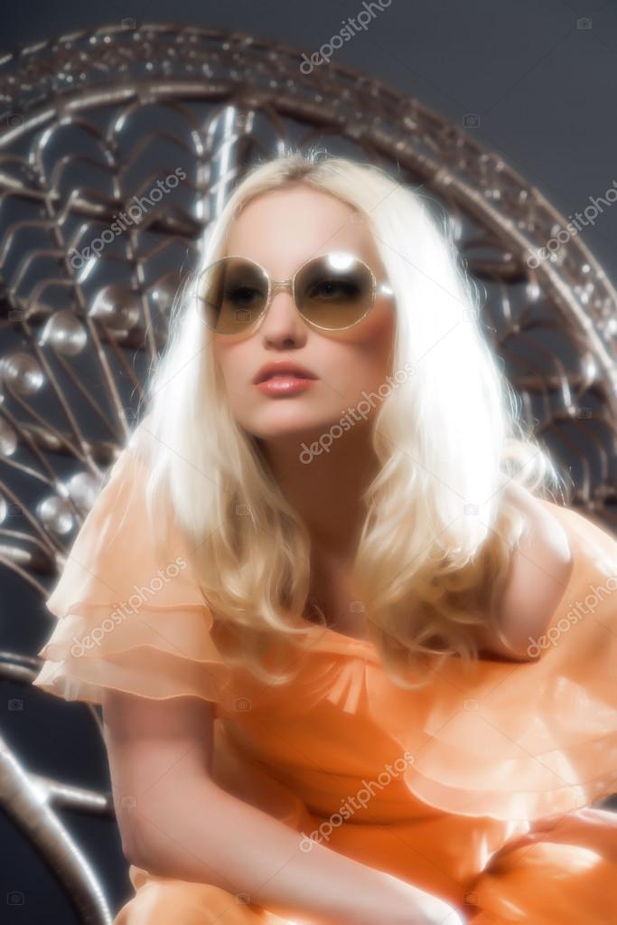 Flou artistique r tro hippie ann es 70 mode sensuelle fille avec long blond photographie - Mode hippie femme annee 70 ...
