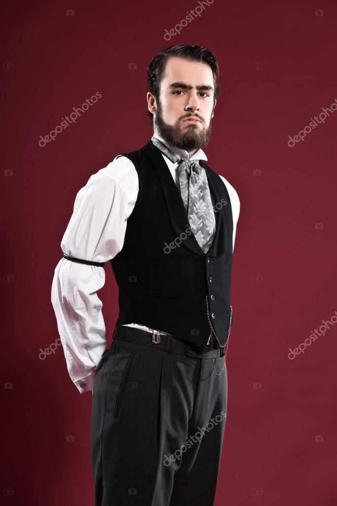 Homme de mode victorienne 1900 rétro avec barbe portant gilet noir \u2014 Photo  43056497