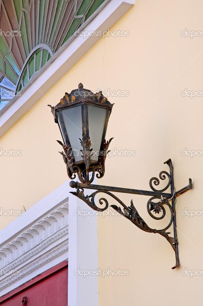 Lampe Ancienne Avec Vitrail Sur Le Mur Photographie Strannik9211