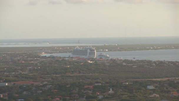 Bonaire - zoom into cruiseship from mountain