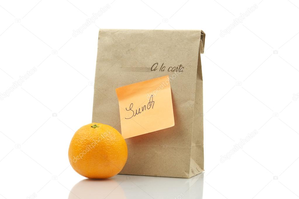 De Papieren Zak : Papieren zak van de lunch met sinaasappel u stockfoto