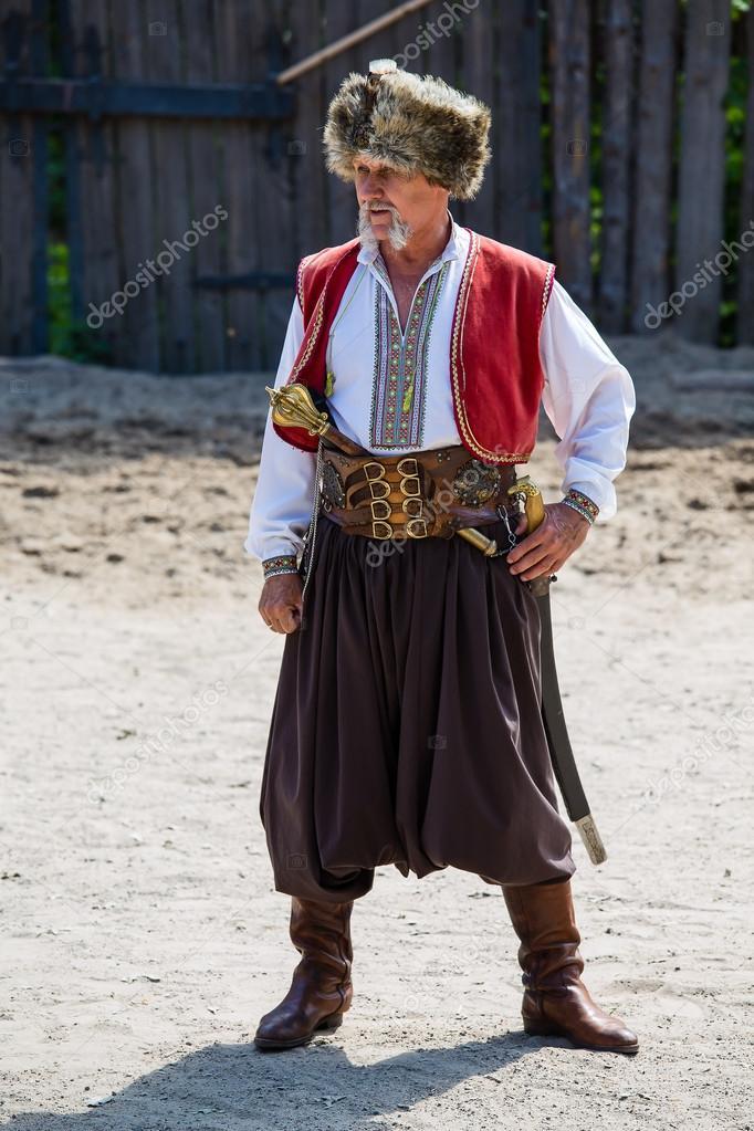 ウクライナ民族衣装でコサック -...