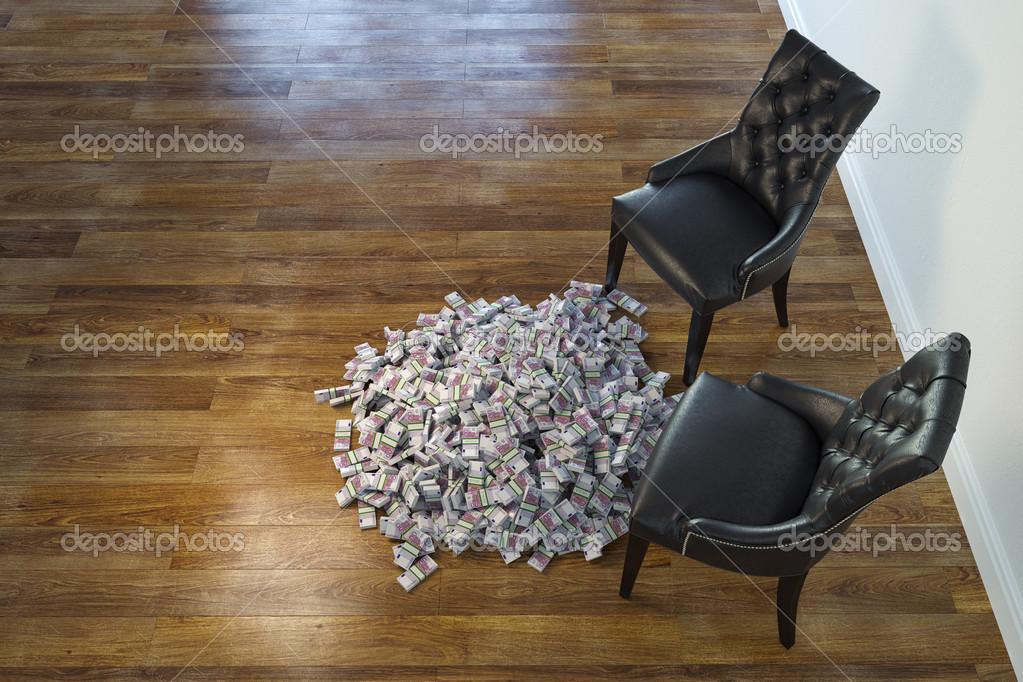 Twee zwarte stoelen in minimalistische interieur met stapel geld