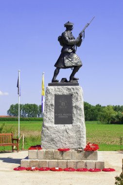 Statue of soldier ww1 royal highlanders in flanders fields belgium