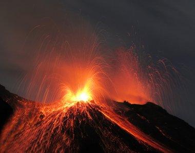 Strombolian eruption volcano
