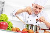 Fotografie mužský kuchař vaření