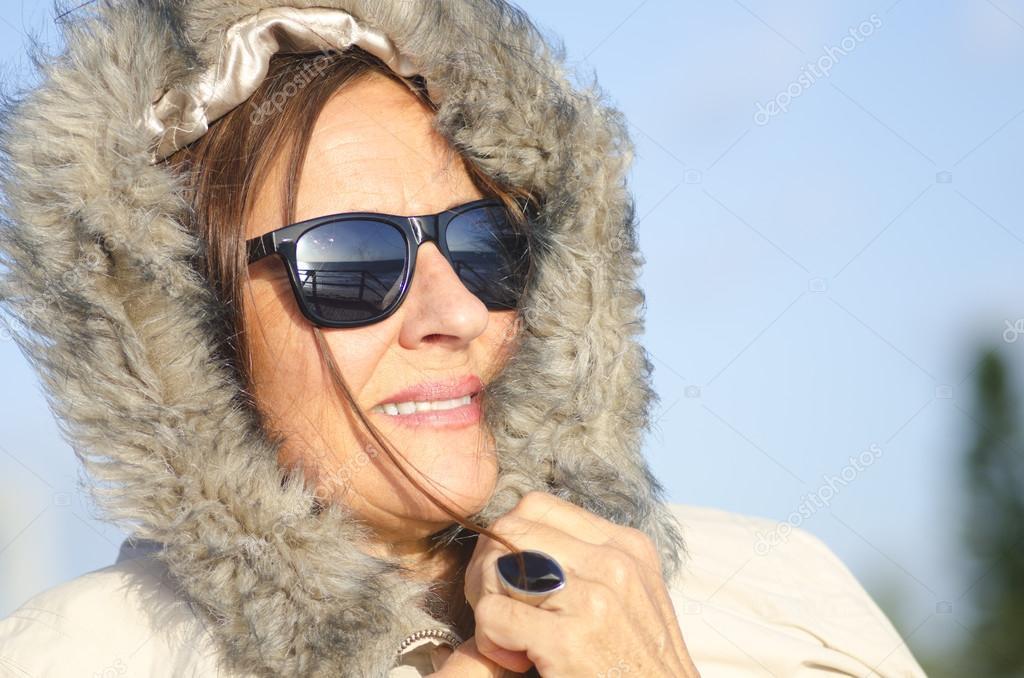 c8fd3dd4bc650 mulher madura de retrato de inverno — Fotografias de Stock ...