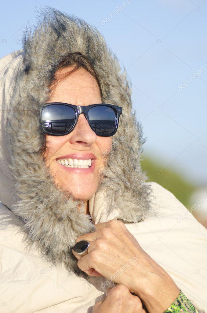 64d113a78d612 mulher madura de retrato de inverno — Stock Photo © roboriginal ...