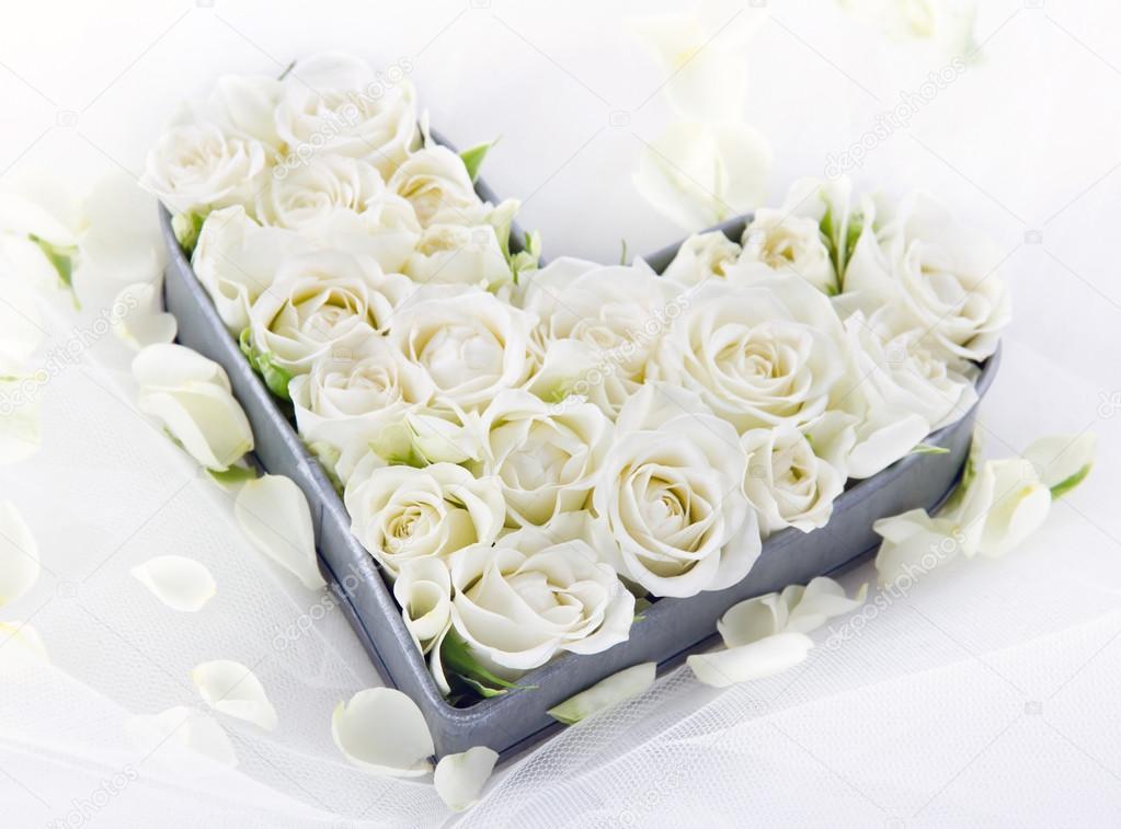 Sz v alak t lca teljes esk v i feh r r zsa stock fot for Cuarto lleno de rosas