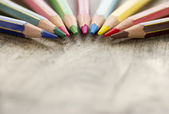 detail barevné dřevěné tužky