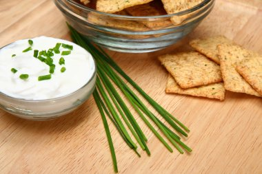 Chives with Crackers and Sour Cream