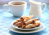 domácí sušenky s jahodovou marmeládou