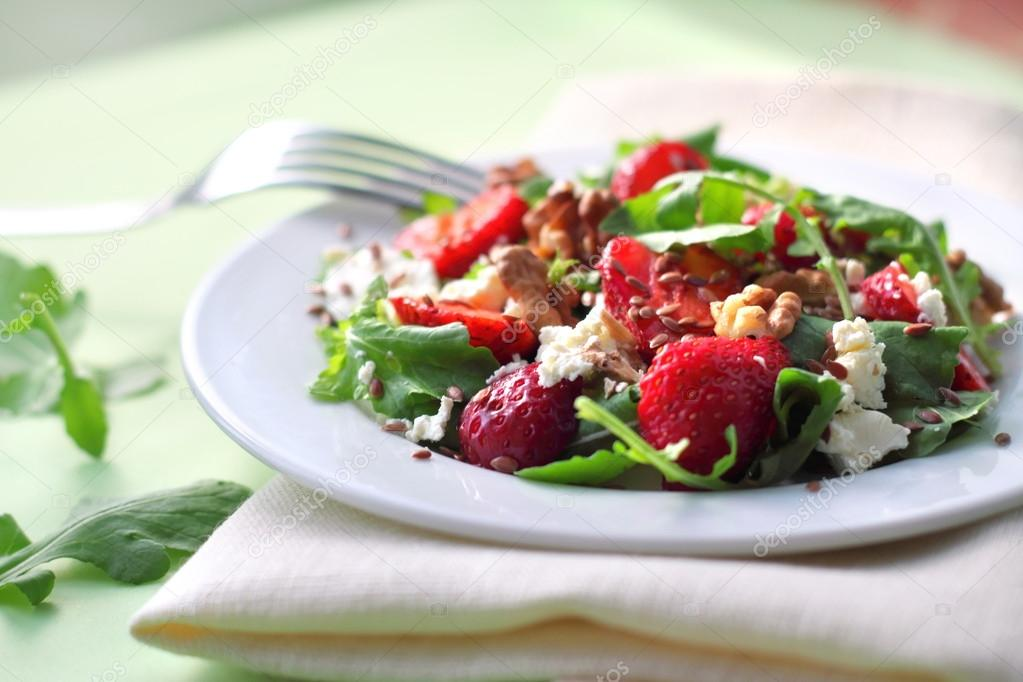 lettuce salad with strawberries - HD2172×1448