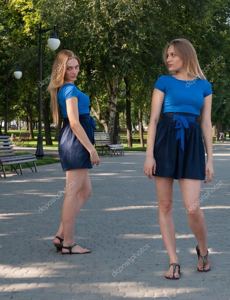 Заглянуть женщинам под юбку на скамейке, категории ферми порно