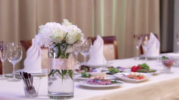 zdobené tabulka pro svatební hostiny
