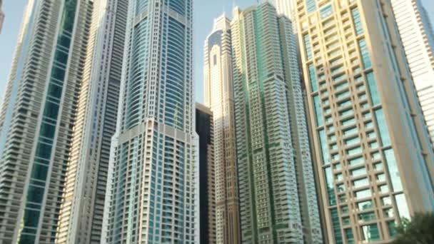moderní budovy městské mrakodrapy