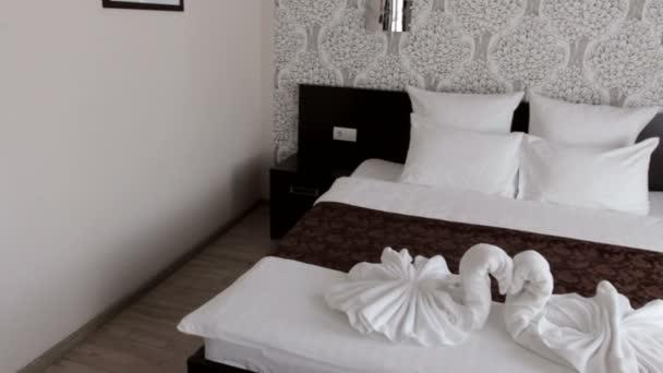 hotel bella camera con un letto matrimoniale