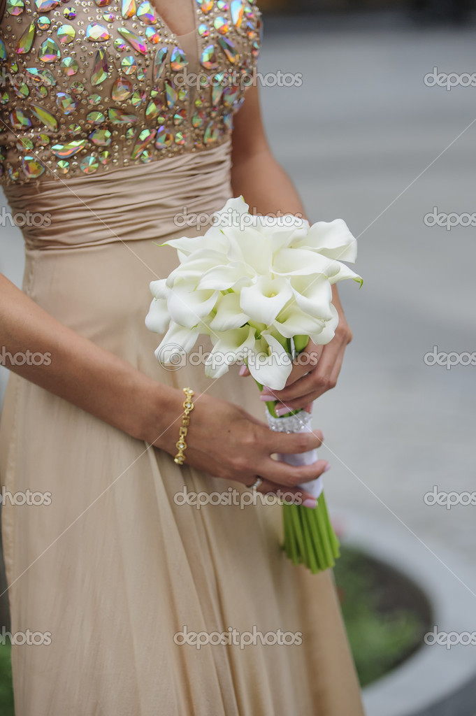 Braut Halten Ihr Brautstrauss Calla Stockfoto C Timonko 50424053
