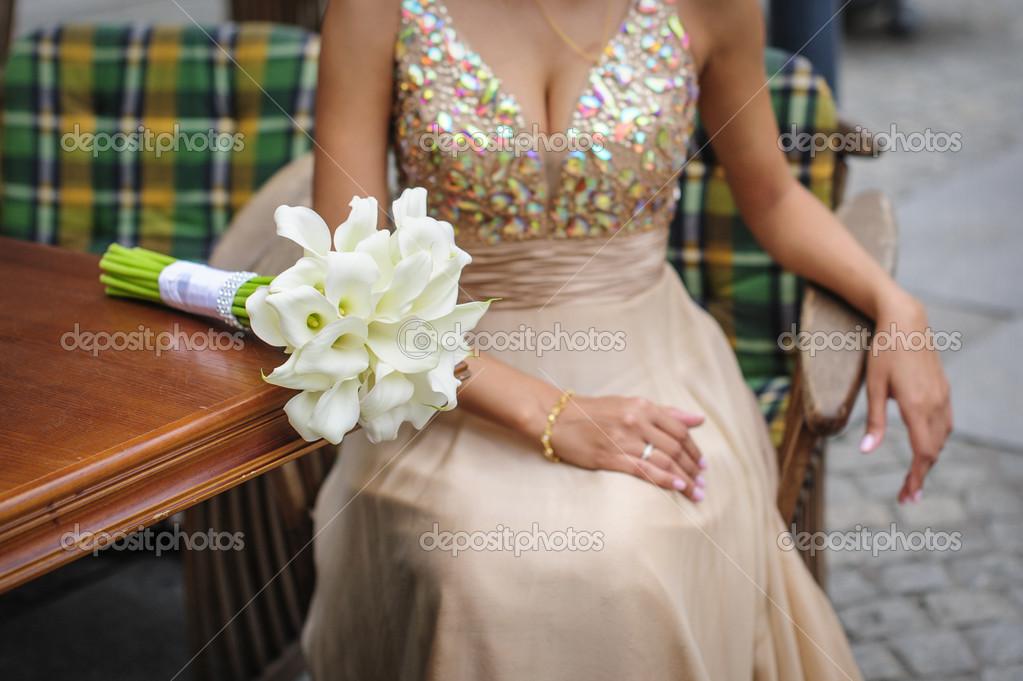 Weisse Calla Hochzeitsstrauss Auf Tisch Stockfoto C Timonko 50833485