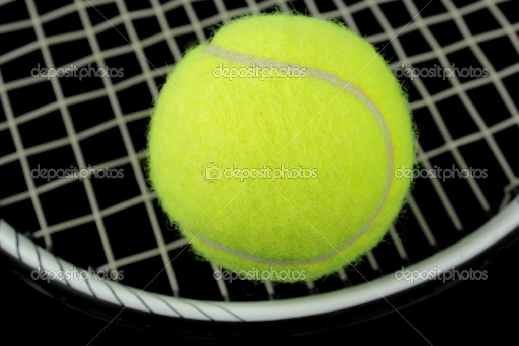 ff784d7e289 tenisovou raketu a tenisový míček — Stock Fotografie © hayatikayhan ...