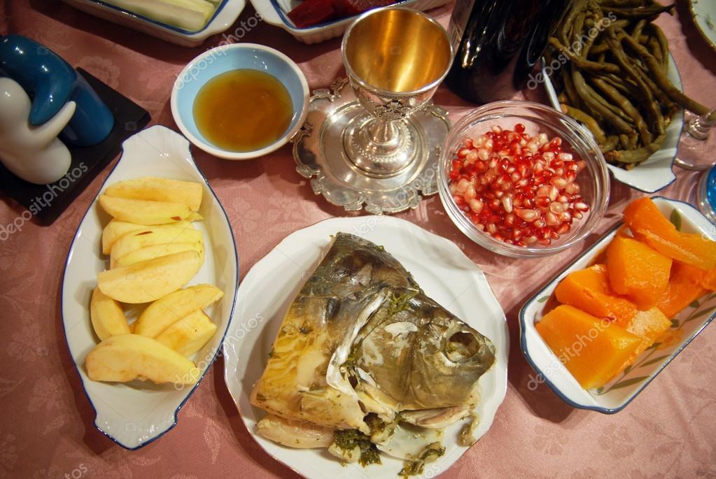 تناول الأغذية المجمّدة بعد قليها يزيد من احتمالية الإصابة بالسرطان  Depositphotos_13917919-stock-photo-rosh-hashana-dinner-table-in