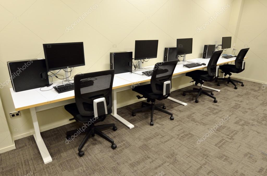 sala de laboratorio de computación — Fotos de Stock © lucidwaters ...
