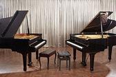 klavír na scéně