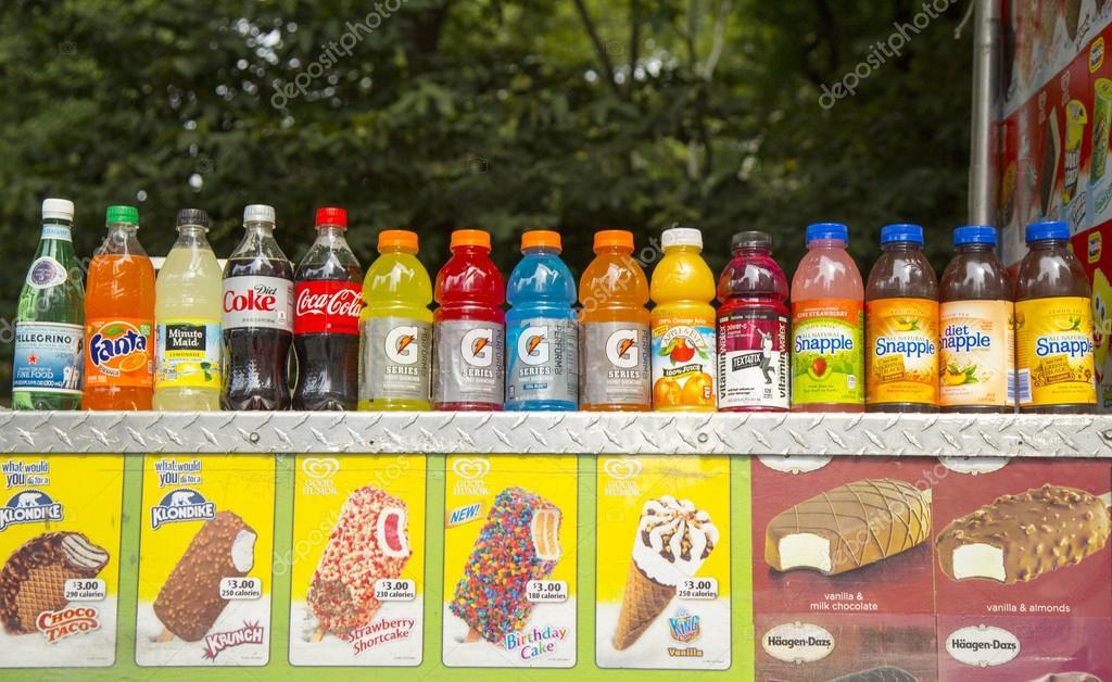 Soft Getränke und Eis am Anbieter Warenkorb im Central park ...