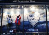 NBC zkušenosti ukládat výloha s Soči 2014 xxii zimní olympijské hry logo v Rockefellerově centru