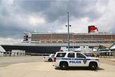 Přístavní orgán policie new york nové jersey jednotka k-9 zajišťování bezpečnosti na queen mary 2 výletní loď