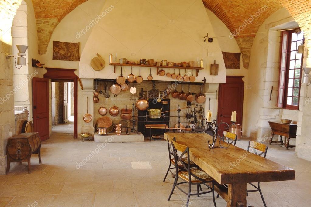 l\'antica cucina presso la cantina di chateau de pommard — Foto ...